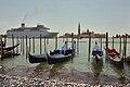 Cruiseship passing bacino San Marco Venise.jpg