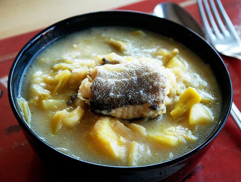 Receta de porrusalda de bacalao para un menú de vigilia