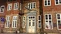 Das Eckener Haus mit Zeppelin Arangement in der Norderstraße 8 in Flensburg mit Gedanktafel am Eckener Haus von Alex Eckener 1870 - 1944 Maler und Grafiker. - panoramio.jpg