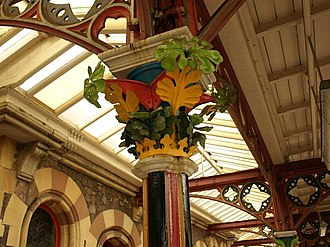 Great Malvern railway station - Floral capital to a canopy column