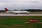 Delta N8869B Bombardier CRJ-200 (31404462661).jpg