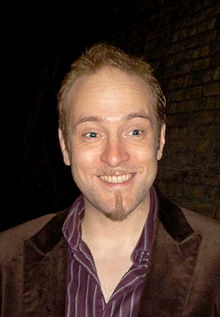 Wikipedia: Derren Brown at Wikipedia: 220px-Derren_Victor_Brown