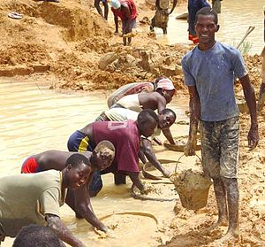 Alluvial diamond miners in Kono District, Sier...