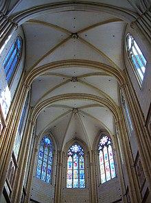 Dijon - cathédrale - voûtes du choeur.jpg