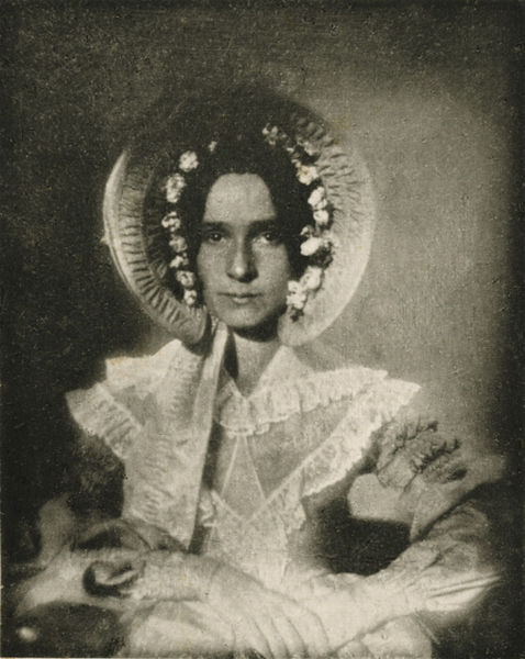 One of the oldest photographic portraits known, made by Joseph Draper of New York, in 1839[8] or 1840, of his sister, Anna Katherine Draper.