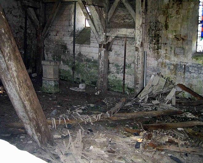 Dreuil-Hamel eglise abandon.jpg