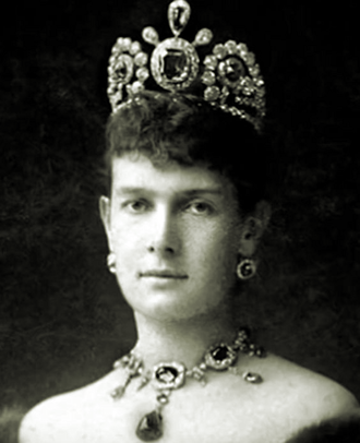 Duchess Marie of Mecklenburg-Schwerin - Maria Pavlovna wearing her original sapphire tiara with the 137 carat centre stone.
