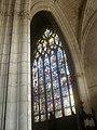 Eglise Notre-Dame-de-Niort. Vue du vitrail de l'Arbre de Jessé dans le choeur..jpg