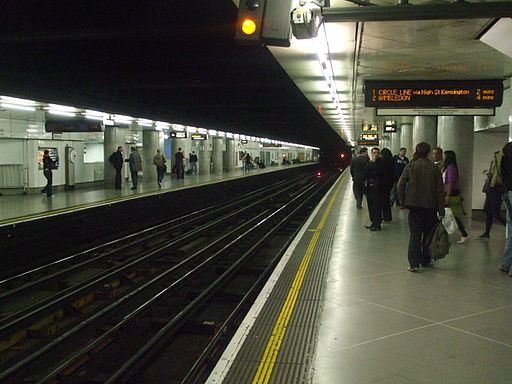Embankment station District Circle line look east