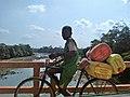 Enfant sur fleuve comoe.jpg