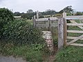 Entrance to footpath towards railway line - geograph.org.uk - 598647.jpg