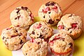 Erdbeer-Kokos-Muffins mit Schokostückchen (5923208674).jpg