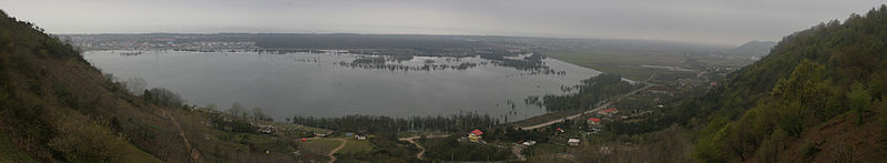 https://upload.wikimedia.org/wikipedia/commons/thumb/c/ce/Estil_Lagoon_Astara.jpg/800px-Estil_Lagoon_Astara.jpg
