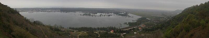https://upload.wikimedia.org/wikipedia/commons/thumb/c/ce/Estil_Lagoon_Astara.jpg/800px-Estil_Lagoon_Astara.jpg
