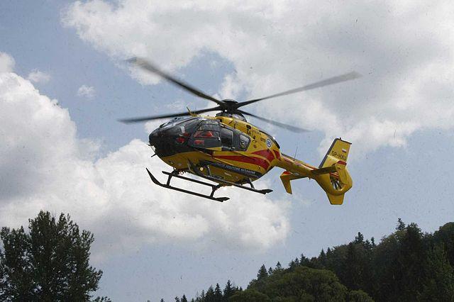 http://upload.wikimedia.org/wikipedia/commons/thumb/c/ce/Eurocopter_EC-135_SP-HXU_LPR.jpg/640px-Eurocopter_EC-135_SP-HXU_LPR.jpg