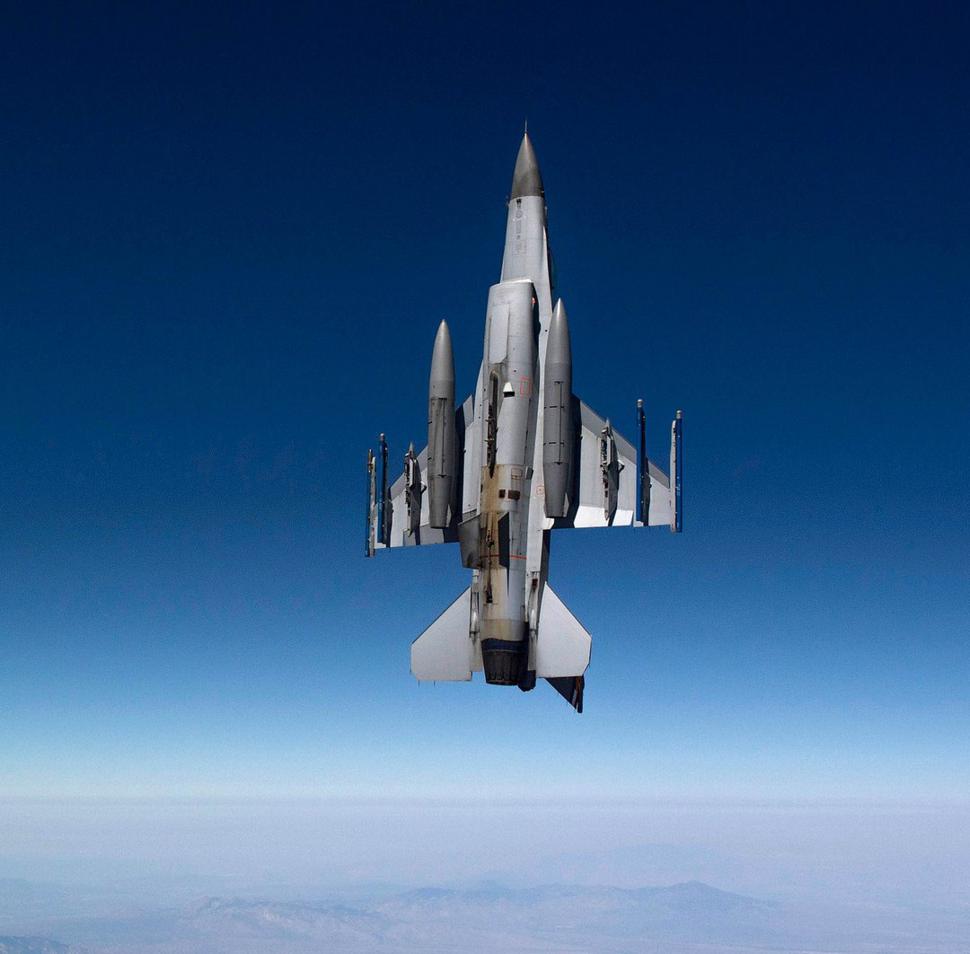F16 vertical climb