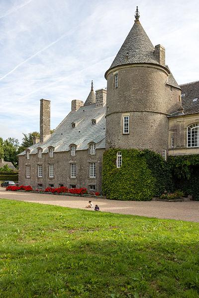 Français:  Face arrière du château de Tocqueville à Tocqueville (France).