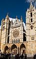 Fachada principal de la Catedral de Santa María en León.jpg