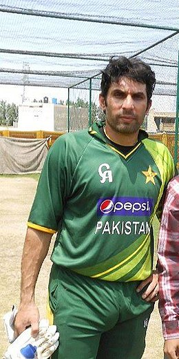 Farid Khan with Misbah-ul-Haq in Abbottabad (cropped).jpg