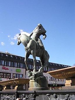 Carl Milles statue Folkungabrunnen med Folke Filbyter på Stora Torget