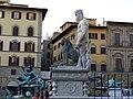 Firenze - Piazza della Signoria - Nettuno e il Lione (statues) - panoramio.jpg