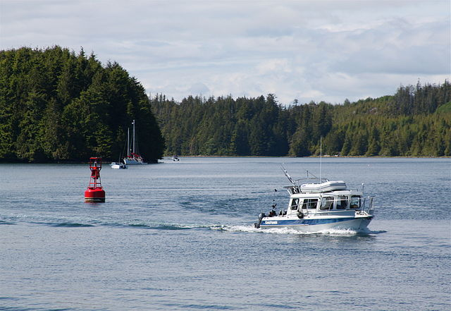 File:Fishing boat in Ucluelet Inlet BC.jpg - Wikimedia Commons
