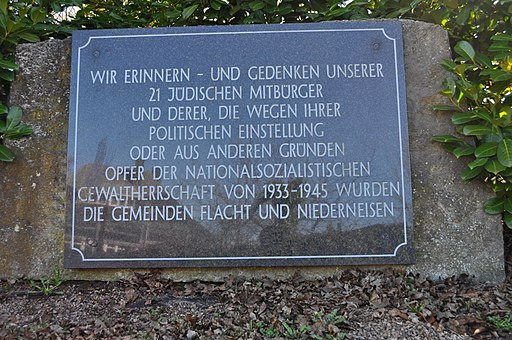 Flacht, Friedhof, Gedenkstein jüdische Opfer