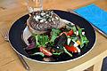 Flickr - cyclonebill - Pariserbøf med salat.jpg