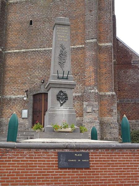 Fontaine-au-Bois (Nord, Fr) monument aux morts