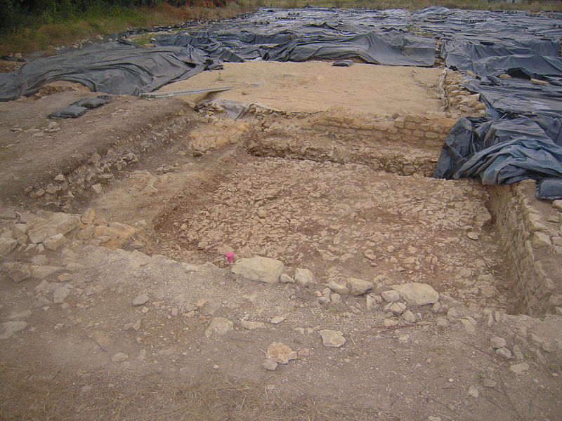 Fouilles archéologiques à Saint-Saturnin-du-Bois