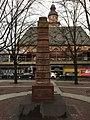 Frankfurt-Weiße-Lilien-Brunnen-Obelisk.jpg