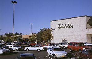 Washington Square (Oregon) - The west side of the mall in 1988, before expansion filled in this area