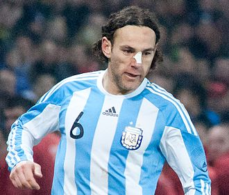 Gabriel Milito - Milito playing for the Argentine national team in 2011