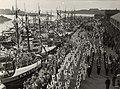 Gepavoiseerde loggers in de Vissershaven op vlaggetjesdag. Aangekocht in 1977.JPG