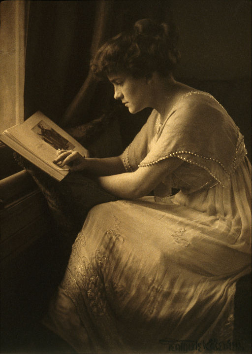 Gertrude Kasebier - Portrait of Martine McCulloch - Google Art Project