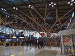 Geschmückte Baumstruktur im Stuttgart Flughafen 03.jpg