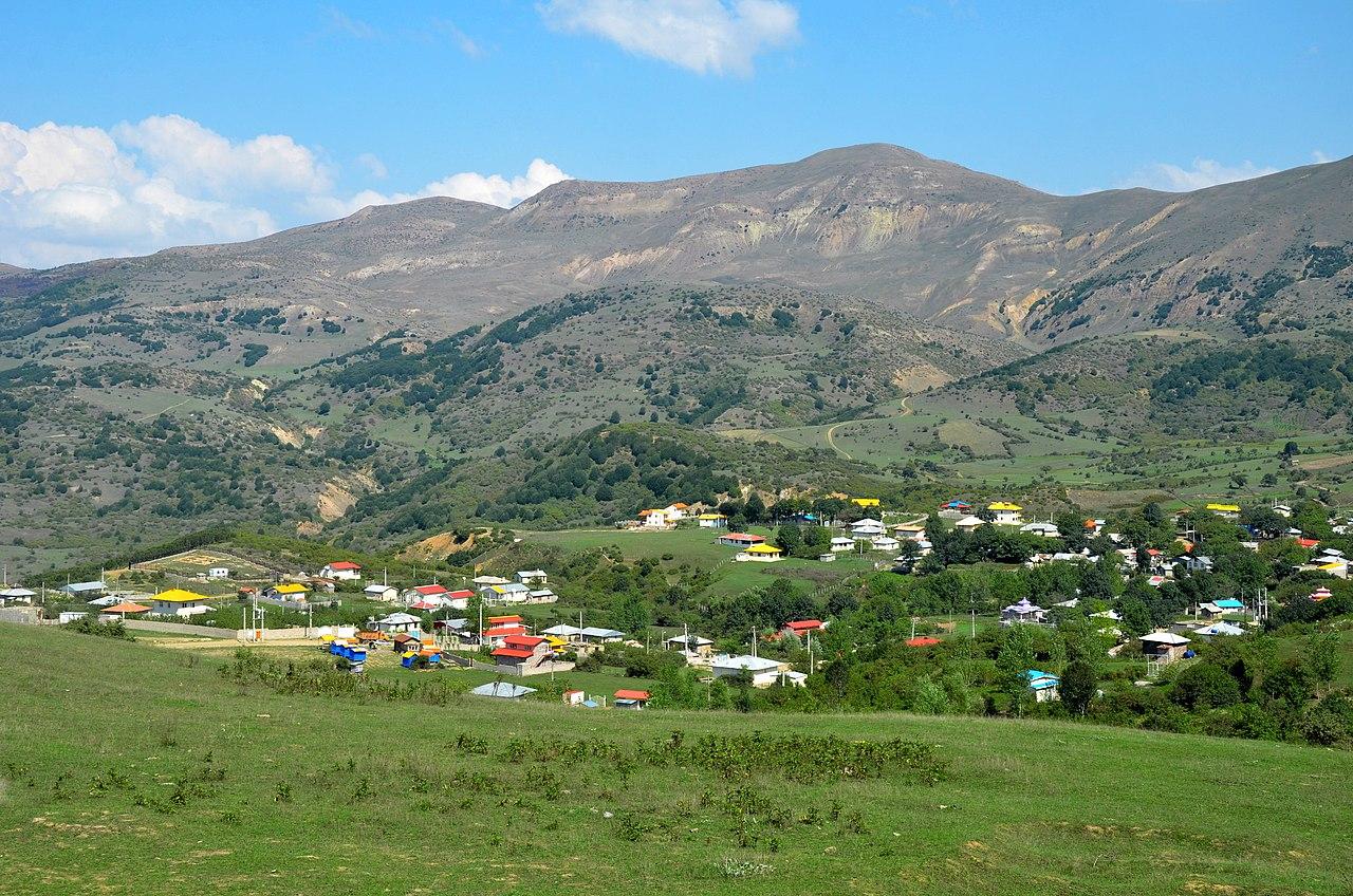 دورنمای دیلمان، این روستا از سطح دریا ۲۲۰۰–۲۵۰۰ متر فاصله دارد.