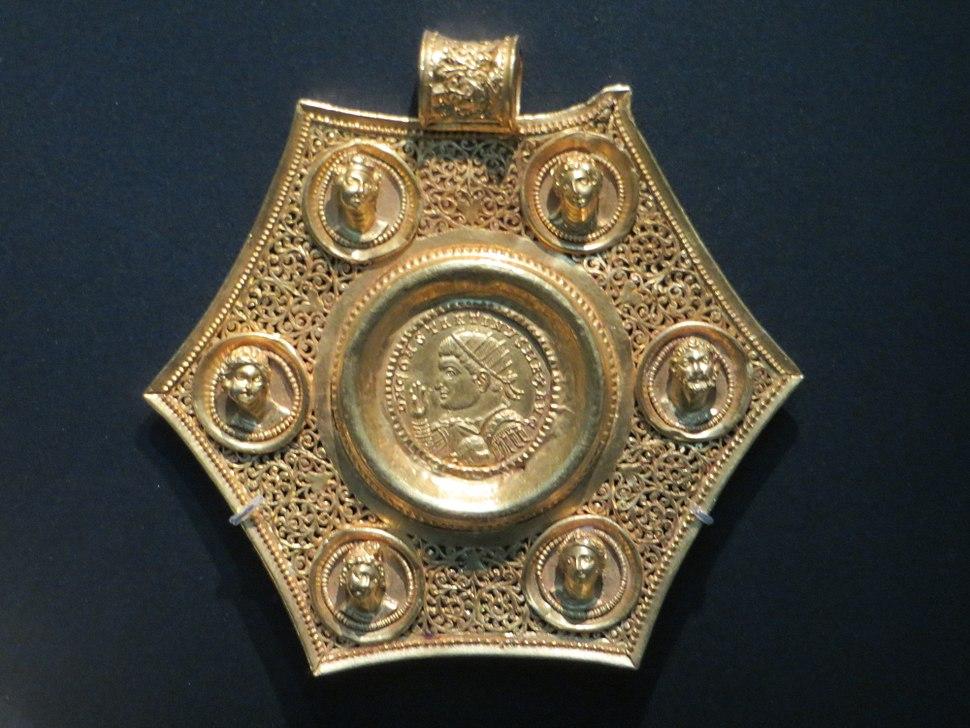 Gold coin pendant BM
