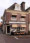 """Restaurant """"Graaf Floris V van Muiden"""", gevel met getande rechte kroonlijst"""