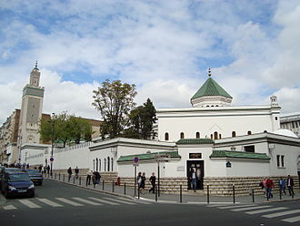 Grand Mosque of Paris - The Paris Mosque, with its minaret on the left