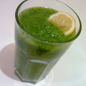 Smoothie - Green smoothie with a slice of lemon