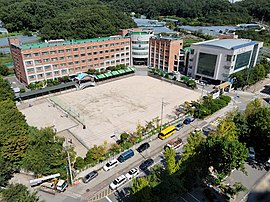 Gwanyang High School, Photographed from Gwanyang-dong Hyundai Apartment rooftop.jpg