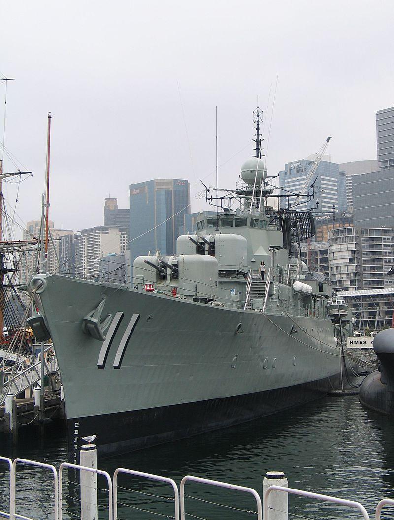 800px-HMAS-Vampire-D11-01.jpg