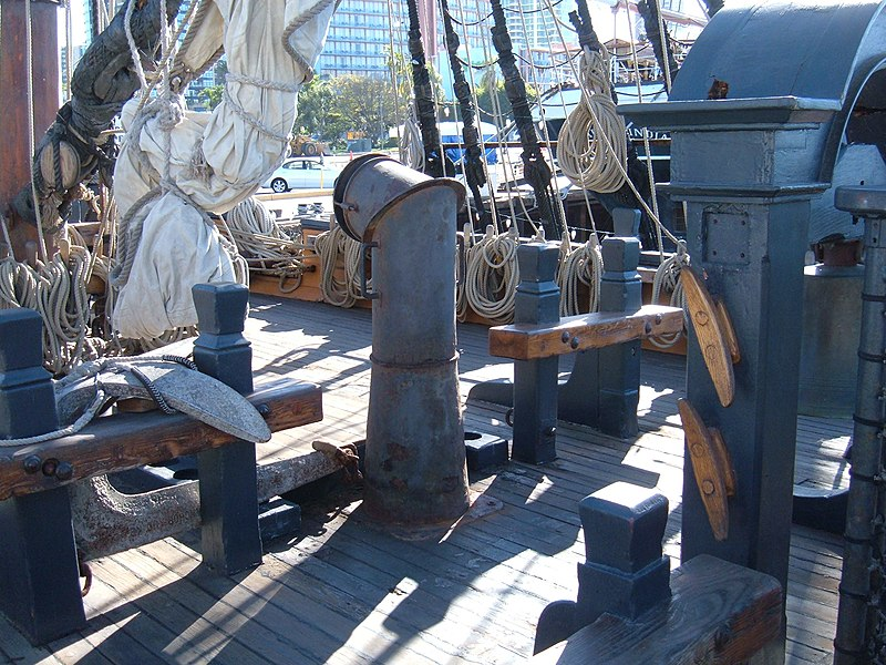 800px-HMS_Surprise_%28replica_ship%29_main_deck_2.JPG