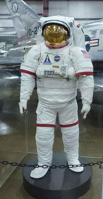 Hamilton Sundstrand - Hamilton Sundstrand space suit, on exhibit at the New England Air Museum