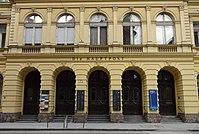 Hauptpost Innsbruck Eingang.jpg