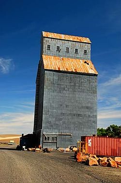 Grain elevator in Helix.