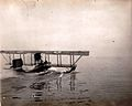 Hidro avion vo Solunsko pristaniste.jpg