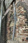 hoek linker zijgevel en achtergevel, klamp en oorspronkelijk muurwerk met speklagen en anker - schiedam - 20338099 - rce