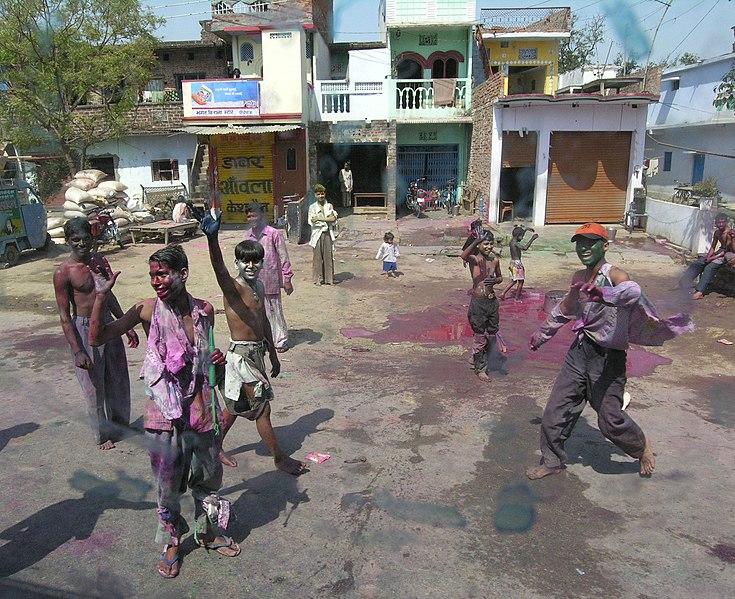 चित्र:Holi boys.jpg